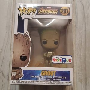 Funko Avengers infinity war Groot with game #297